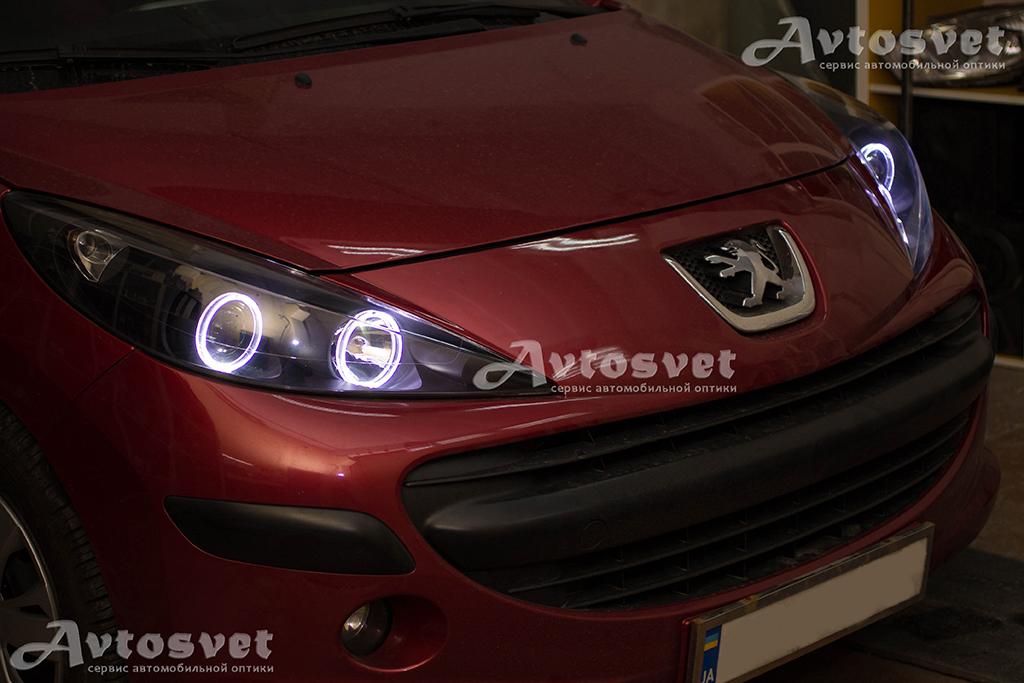 Автомобиль Peugeot 207, было выполнено: покраска масок фар в черный мат, установка линз с масками и ангельскими глазками. А также всеми любимое устранение пожелтения и мутности стекла фар с покрытием защитного лака.