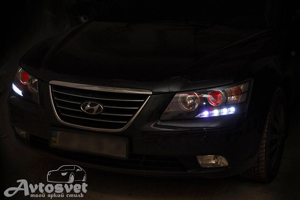 """Hyundai Sonata: Наша гордость, оригинальные фары для оригинального клиента. Установка """"красный глаз"""", покраска масок в чёрный, установка подиума для DRL огней"""