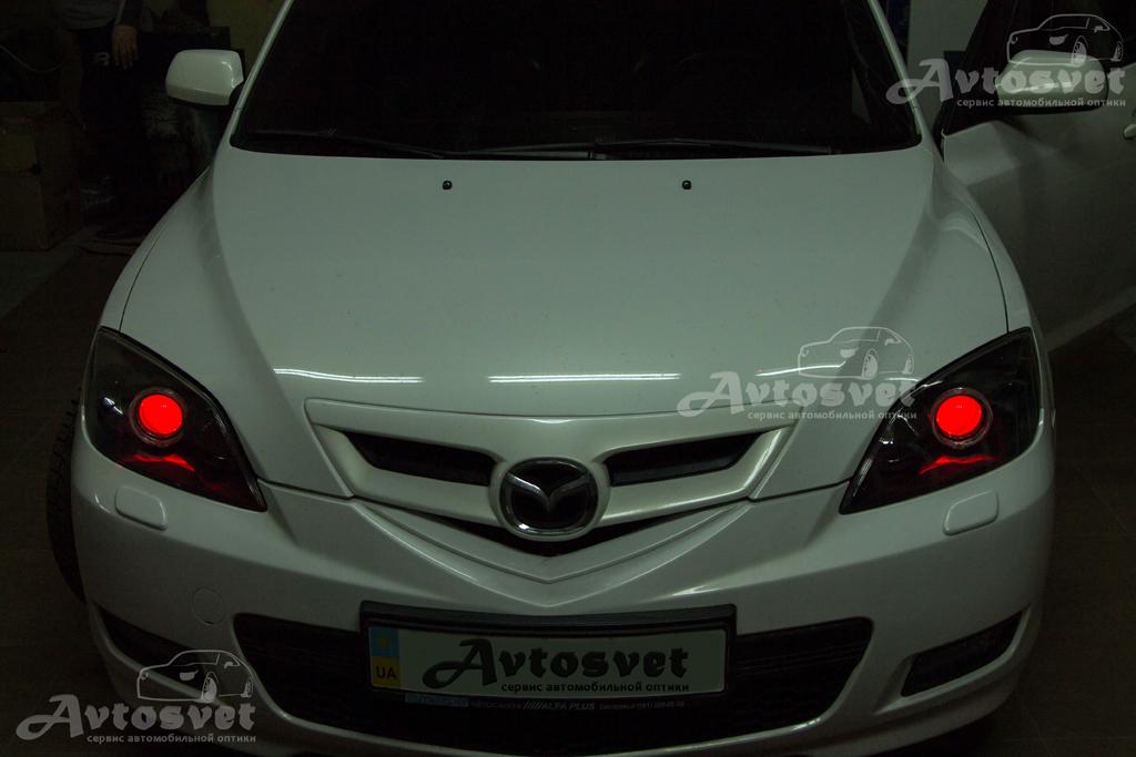 """Mazda 3 покраска масок в чёрный мат и установка ангельских глаз Led Cree 3.0"""", а также подсветка линзы (цвет красный)"""